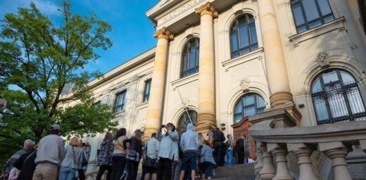 Foto: Rīgā ļaužu pūļus pulcējusi ikgadējā Muzeju nakts