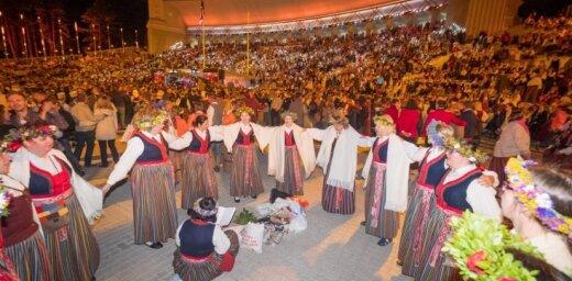 Dziesmu un deju svētku noslēguma koncertu un sadziedāšanos apmeklēja 67 253 cilvēku