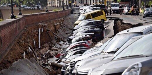 Десятки автомобилей провалились в гигантскую яму во Флоренции