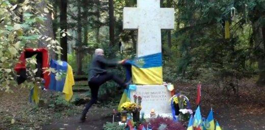 Video: 'Kremļa blogeris' Filipss plosās pie Banderas kapa