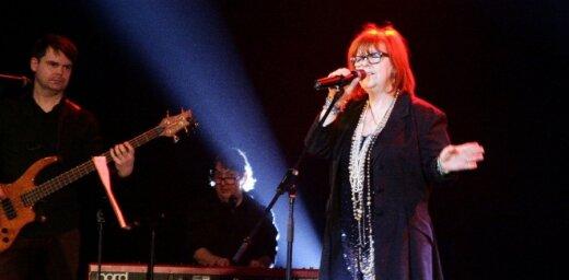 Fotoreportāža: Skotu dziedātāja Megija Reilija koncertē Ventspilī