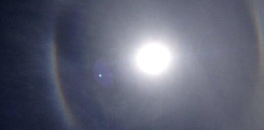 Aculiecinieki novēro Saules halo un... NLO (video)