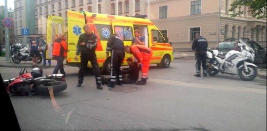 Aculiecinieka foto: Motocikla avārija Satekles ielā Rīgā