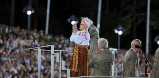 Kadri, kas ieies vēsturē. Simtgades Dziesmu un deju svētku skaistākās bildes
