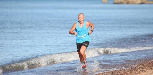 Foto: Liepājā Karaostā noslēgusies populārā skriešanas seriāla 'Stirnu buks' sezona