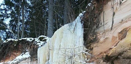 Krāšņs foto: Aukstums sastindzina avotiņu Ērgļu klintīs