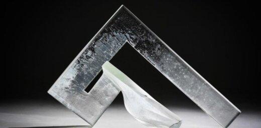 Atklās Andas Munkevicas un Daiņa Gudovska stikla mākslas izstādi 'Viņš un viņa'