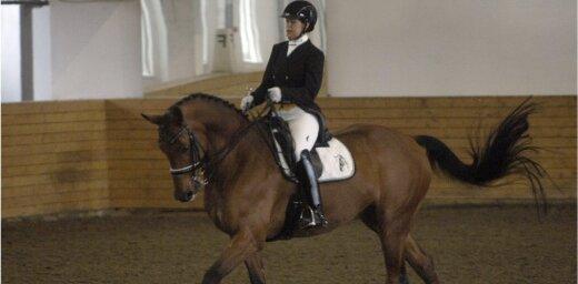 Latvijas ziemas čempionātā iejādē uzvar Terēze Rozenberga ar zirgu Kivi