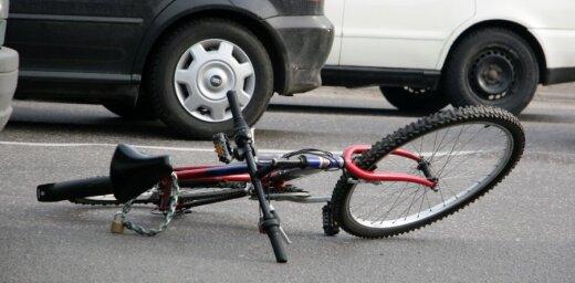 Grobiņā autovadītājs notriecis 15 gadus vecu meiteni