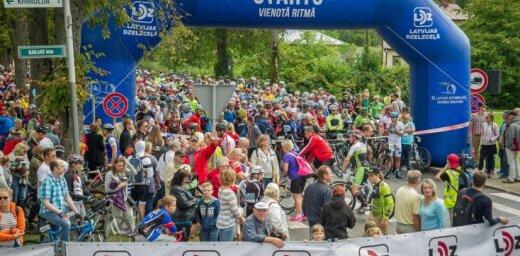 """Starptautiskajā daudzdienu velobraucienā """"Zemgale"""" pārākumu izrāda Latvijas jaunie riteņbraucēji"""