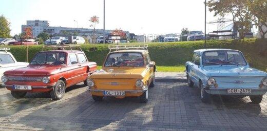 ФОТО: Выставка советских автомобилей около Мотор-музея в Межциемсе