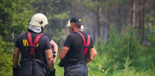 Лес и торф в Валдгалской волости горят уже 110 часов