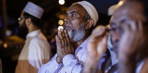 Мусульмане в Барселоне провели акцию протеста против терроризма