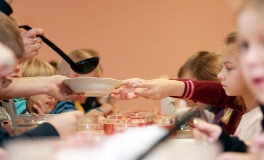 Э-картой школьника в Риге можно будет расплачиваться в столовой
