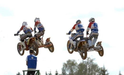 Fotoreportāža: trīs Latvijas sportisti uz goda pjedestāla blakusvāģu sacensībās Ķegumā