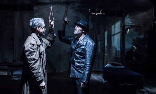 """Они не думали. Просто веселились и убивали. Как Геннадий Островский поставил в Риге проект в жанре """"цирк смерти"""""""