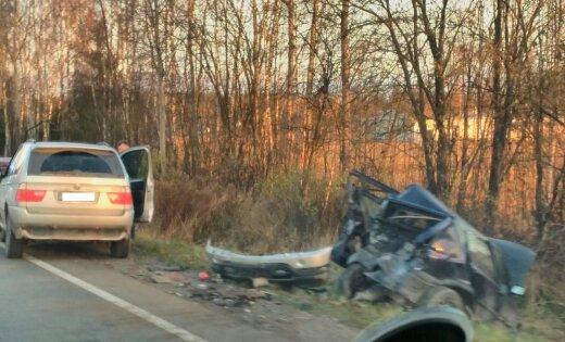 Uz Bauskas šosejas piecu auto avārijā četri cietušie