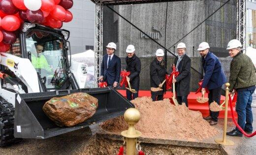 Foto: Sāk 55 miljonu eiro vērtos paplašināšanās darbus tirdzniecības parkā 'Alfa'