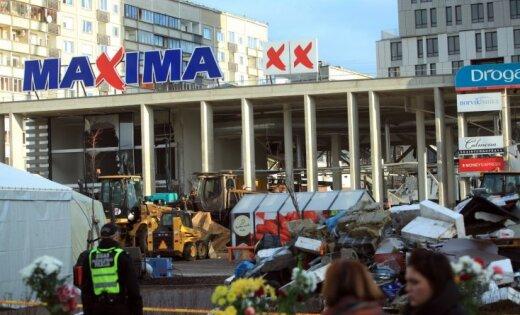 Lēmumu par evakuāciju varēja pieņemt tikai vadība, norāda sabrukušā veikala 'Maxima' apsargs