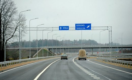 На шоссе Тинужи-Кокнесе столкнулись три машины
