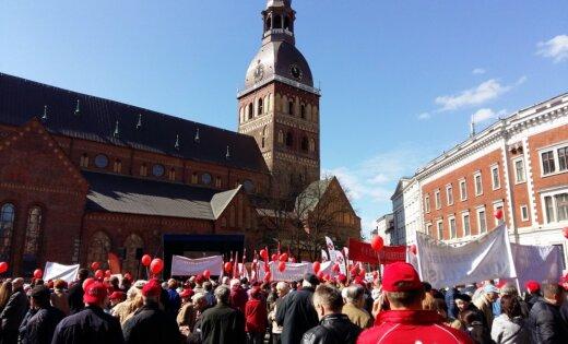 На митинг профсоюзов на Домской площади собралось почти 3000 человек