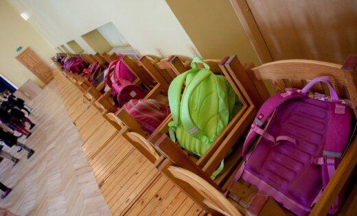 Valmieras apkaimes maznodrošinātie var pieteikties 'Skolas somas' atbalstam