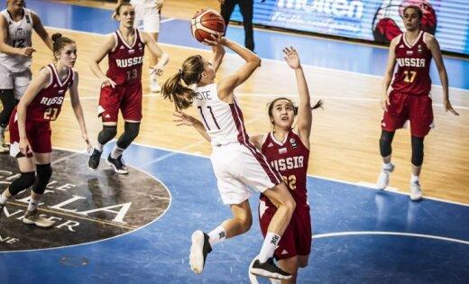 Latvijas U-18 basketbolistes EČ ceturtdaļfinālā uzvar Krieviju un izcīna ceļazīmi uz Pasaules kausu