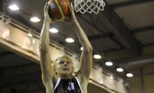 Latvijas U-20 basketbolisti uzvar Lietuvu un saglabā izredzes iekļūt EČ ceturtdaļfinālā