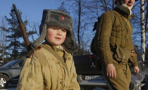 Русская армия продаст последние телогрейки иватные штаны нааукционе