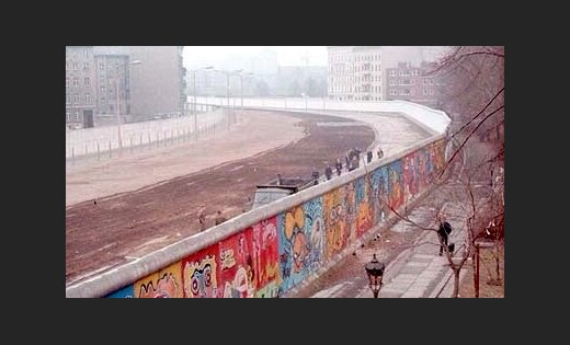 an analysis of the berlin wall