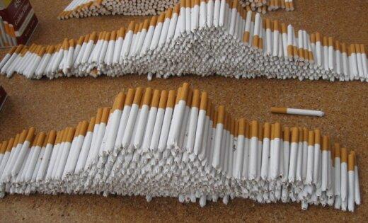 Robežsargu apturētā auto atrod prāvu nelegālo cigarešu kravu