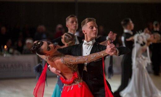 Divi Latvijas deju pāri iekļūst desmitniekā Eiropas čempionātā jauniešiem standartdejās