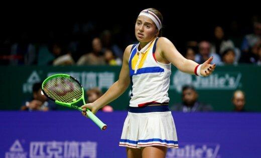 Остапенко проиграла Мугурусе в стартовом матче итогового турнира WTA
