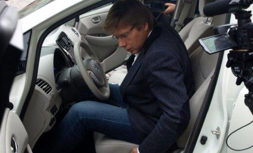 Kā Nilam Ušakovam elektromobili piešķīra