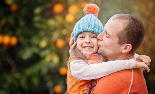Kas bērnus dara patiesi laimīgus un ko spēj vecāku mīlestības spēks