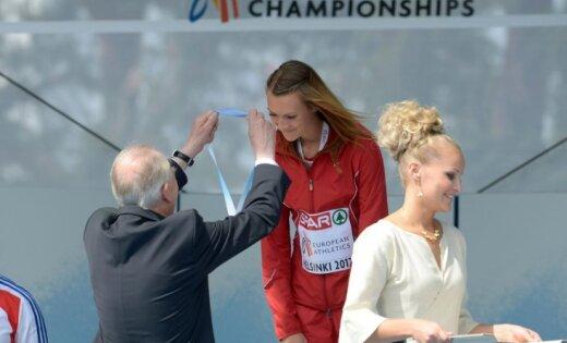 Fotoreportāža: Laura Ikauniece saņem EČ bronzas godalgu