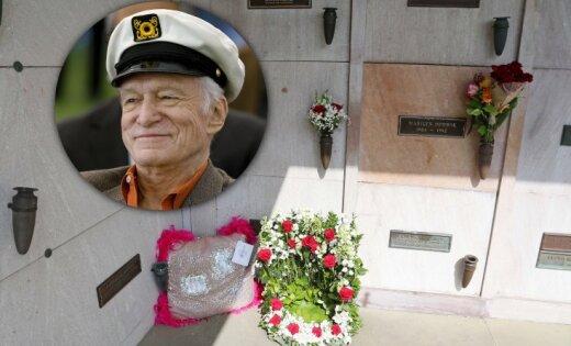 Hjū Hefners guldīts kapenēs blakus Merilinai Monro