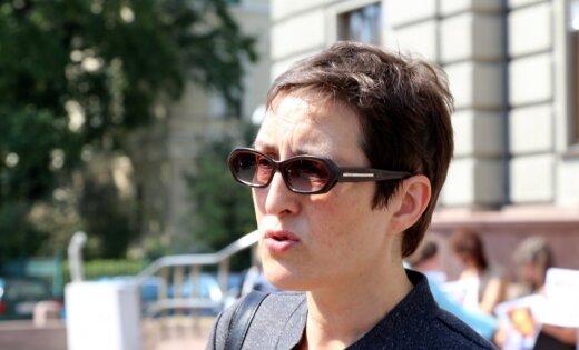 Mātes cīņa par atņemto meitu: Lielbritānijas tiesa pret Brici apsūdzību neizvirza