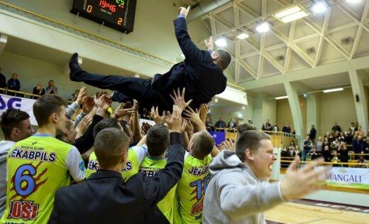 Foto: Jēkabpils 'Lūši' pārliecinoši nosargā pērn iegūto Latvijas kausu volejbolā