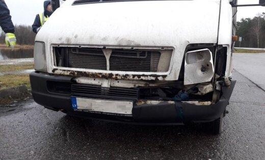 Foto: CSDD reidā Piņķos apturēts arī busiņš bez luktura