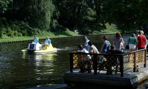 В Риге будут чинить мост у Бастионной горки: по каналу ограничат движение