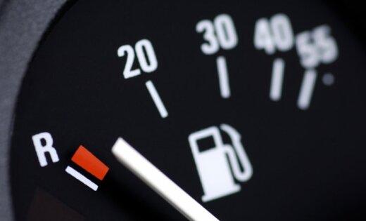 Robežsardze pastiprināti kontrolēs 'degvielas vedējus' uz Austrumu robežas; rosinās grozīt likumu