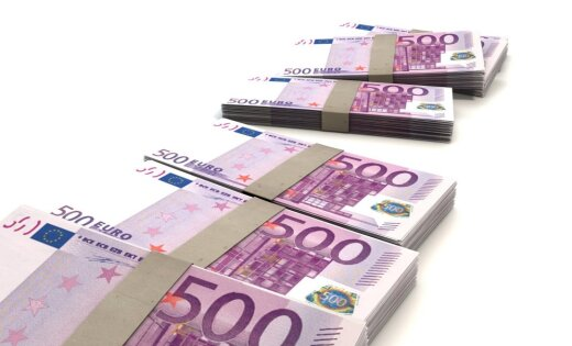 ВЖеневе канализацию забило купюрами по500евро