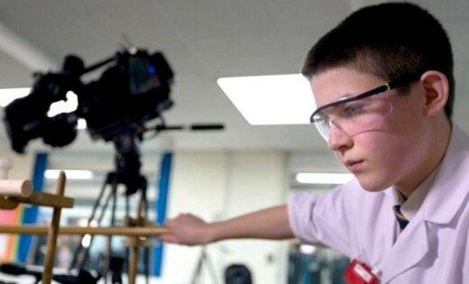 13 gadus vecs zēns klasē izgatavo kodolreaktoru