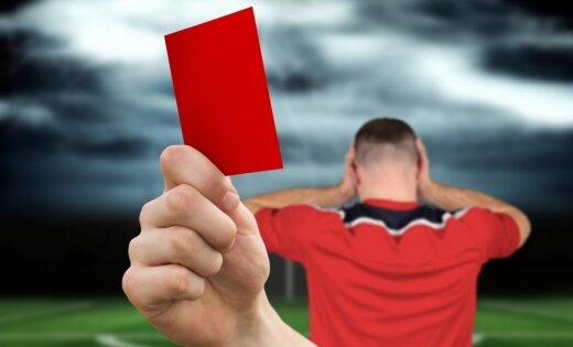 Meksikā par sarkanās kartītes parādīšanu nosit futbola tiesnesi