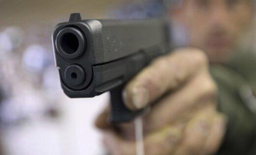 В США помощник шерифа застрелил подростка в зале суда