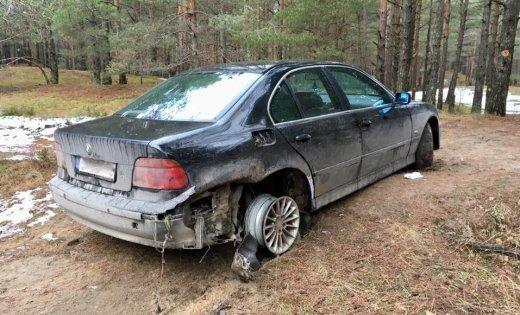 """ФОТО: Пьяный механик """"оторвался"""" на BMW клиента и бросил его в лесу"""