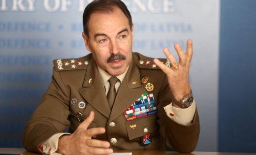 С визитом в Латвию прибыл глава командования Объединенных сил НАТО в Брюнсюме