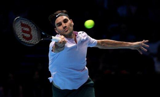Federers iekļūst sezonas noslēguma turnīra pusfinālā; Soks pēc atspēlēšanās saglabā cerības