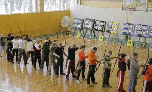 Ventspilī notiek Latvijas atklātais ziemas čempionāts loka šaušanā